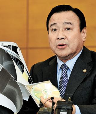 Ông Lee Wan-koo, thủ tướng mới của Hàn Quốc. Ảnh NEWSIS
