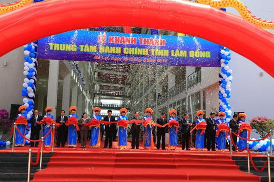 Cắt băng khánh thành Trung tâm Hành chính tỉnh Lâm Đồng