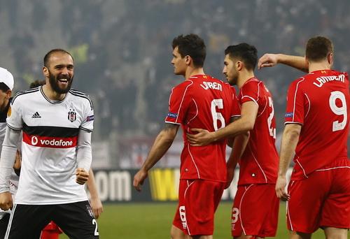 Liverpool mướt mồ hôi sau khi bị gỡ hòa 1-1 trong giờ đấu chính