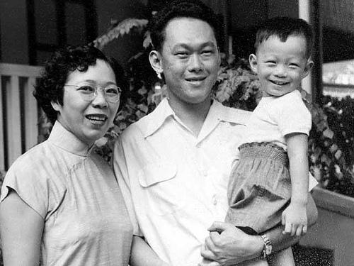 Vợ chồng ông Lý Quang Diệu và Thủ tướng Lý Hiẻn Long Ảnh: SINA