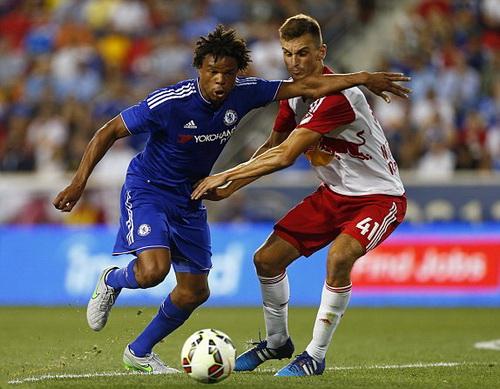 Lorc Remy mở tỉ số cho Chelsea