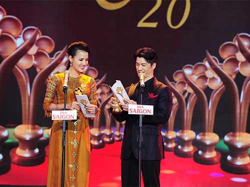 Nghệ sĩ Dustin Nguyễn và BB Phạm trao giải diễn viên điện ảnh