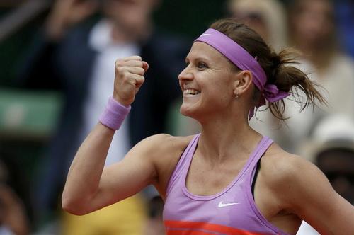Liên tục dẫn điểm, Safarova giành chiến thắng thứ nhì sau 5 lần đối đầu cùng Sharapova