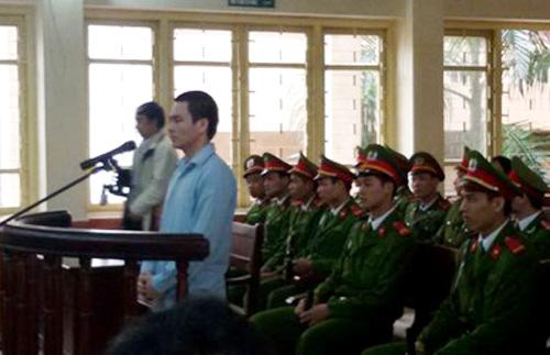 Lý Nguyễn Chung tại toà - Ảnh chụp qua màn hình tivi