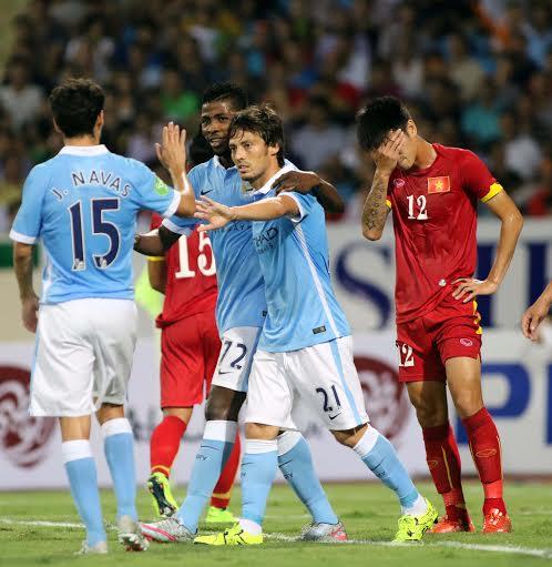Silva ăn mừng bàn thắng