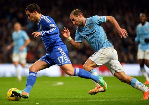 Man City đang vất vả rượt đuổi đội đầu bảng Chelsea