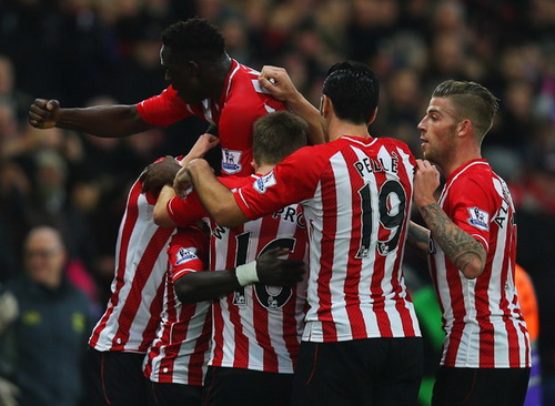 Sadio Mane (giữa) mở tỉ số cho Southampton