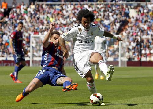 Real Madrid bám sát Barcelona trên bảng xếp hạng La Liga