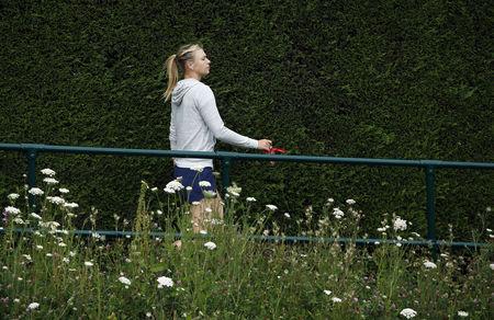 M.Sharapova trên đường đến sân tập