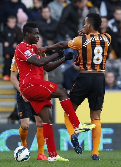 Nhiều tình huống căng thẳng giữa cầu thủ hai đội trong cả hiệp hai