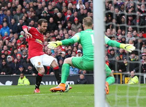 Juan Mata ung dung ghi bàn thứ ba cho Quỷ đỏ
