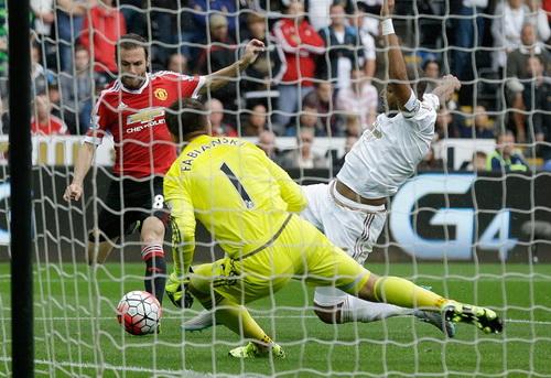 Juan Mata mở tỉ số trận gặp Swansea