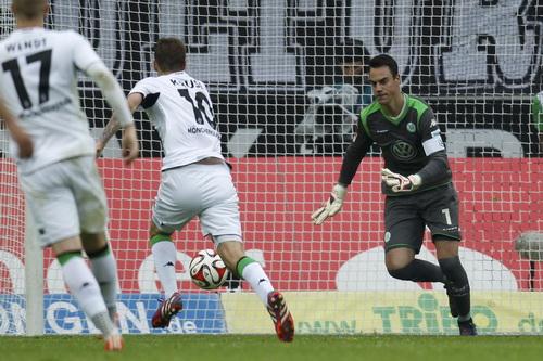 Max Kruse (10) ghi bàn, Moenchengladbach lên hạng ba, Bayern vô địch sớm