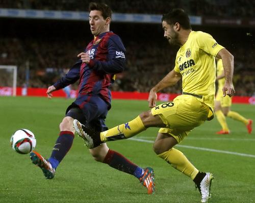 Messi mở tỉ số cho Barcelona trên sân nhà Nou Camp