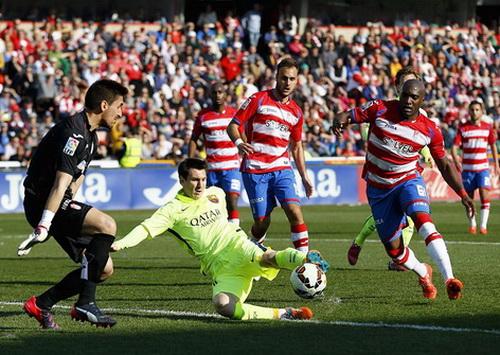Lionel Messi được trao cơ hội quá tốt từ Suarez, ấn định kết quả 3-1 cho Barca