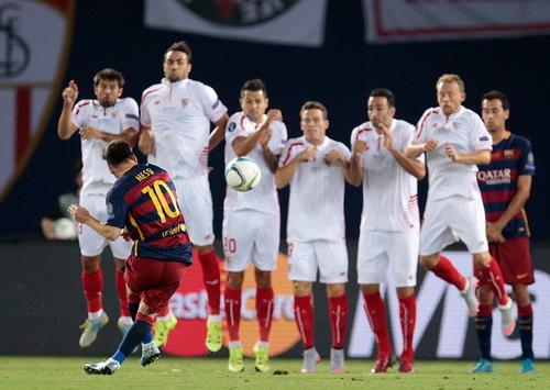 Bàn gỡ hòa 1-1 của Messi
