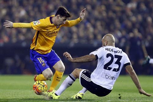 Messi ghi 270 bàn sau 252 trận đấu cho Barcelona