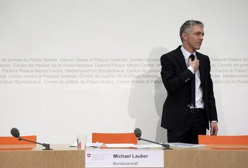 Bộ trưởng Tư pháp Thụy Sĩ Michael Lauber tổ chức họp báo lần đầu về vụ điều tra FIFA