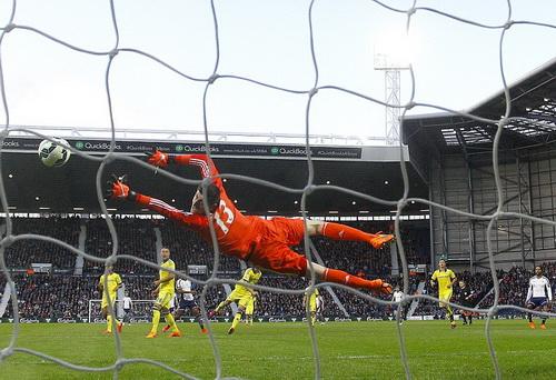 Saido Berahino mở tỉ số cho West Brom từ phút thứ 9