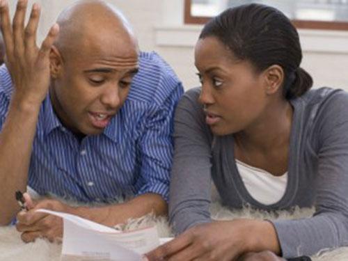 Tranh cãi về tiền bạc là một trong những nguyên nhân hàng đầu dẫn đến ly hôn Ảnh: Ebony