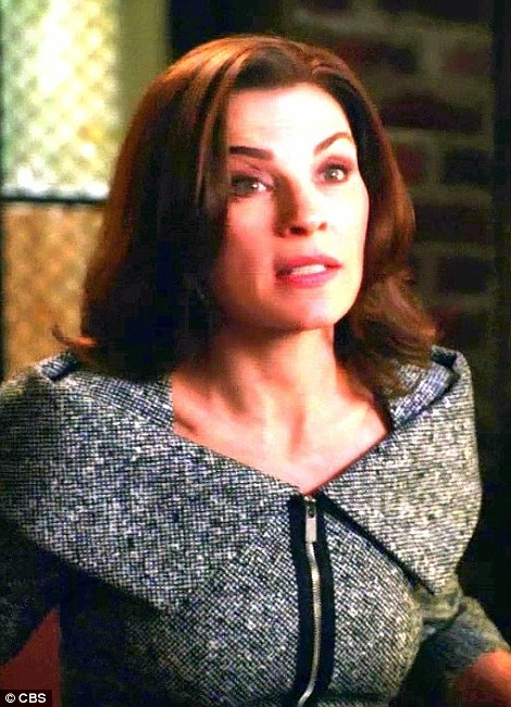 ...nhưng cũng bị nhận ra là bộ vày giống hệt của nhân vật Alicia Florrick trong bộ phim truyền hình Người vợ tốt. Chồng của Alicia là Peter Florrick, một chưởng lý bang bị bỏ tù vì tham nhũng và bê bối tình dục. Ảnh: CBS
