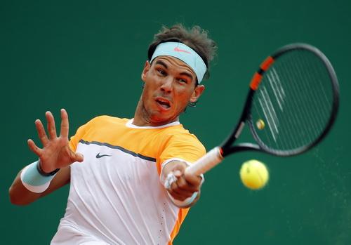 Nadal chật vật vượt qua John Isner giành quyền vào tứ kết