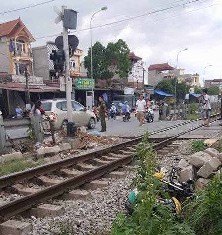 Hiện trường vụ tai nạn nam sinh bị tàu hỏa tông chết trên đường trở về nhà sau khi thi tốt nghiệp THPT quốc gia