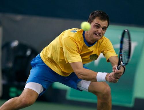 Aleksandr Nedovyesov cùng tuyển Kazakhstan gây bất ngờ