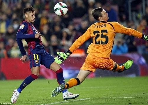 Neymar có cú đúp bàn thắng trước Elche