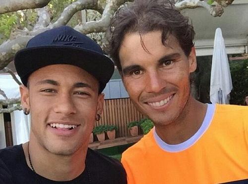 Nadal chụp ảnh lưu niệm với ngọi sao bóng đá Neymar