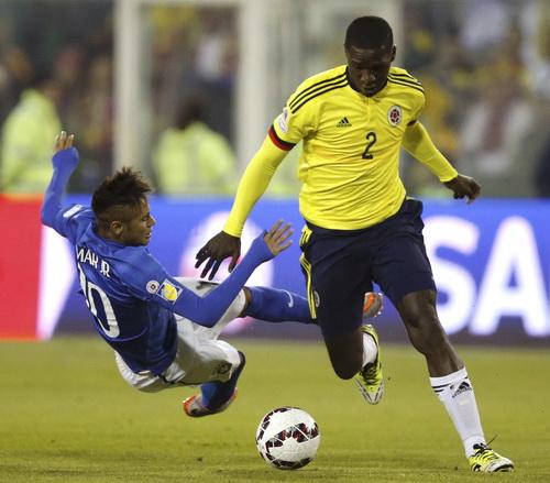 Neymar bị các hậu vệ Colombia chăm sóc tối đa