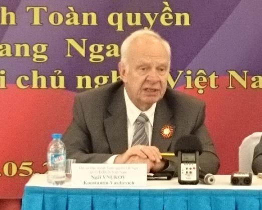 Đại sứ Liên bang Nga tại Việt Nam K.V. Vnukov trả lời báo chí