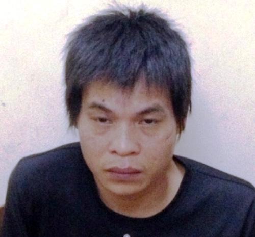 Nghi phạm Nguyễn Văn Mạnh dùng chày đánh chết bố đẻ tại cơ quan công an