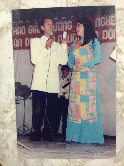 Ca sĩ Ngọc Ánh và NSƯT Thành Lộc trong Lễ trao giải Mai Vàng những năm 1993