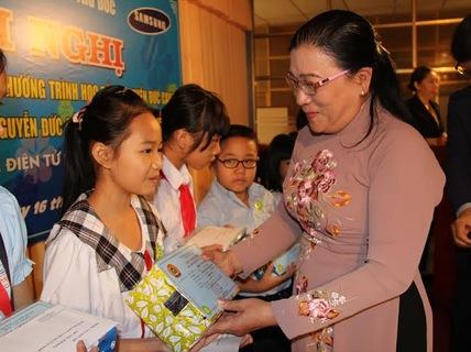 Học bổng Nguyễn Đức Cảnh tiếp sức cho con CNVC-LĐ đến lớp