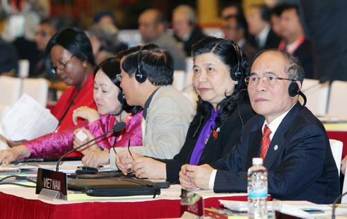 Chủ tịch Quốc hội Nguyễn Sinh Hùng và Phó Chủ tịch Quốc hội Tòng Thị Phóng tại IPU-132
