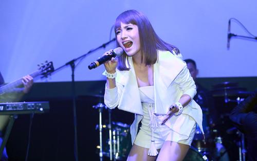 Ca sĩ Nhật Thủy, quán quân thần tượng âm nhạc Việt Nam 2014