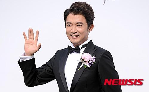 Ahn Jae Wook họp báo trước khi lễ cưới diễn ra