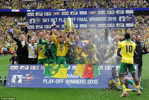 Chỉ có ở Anh, trận tranh vé vớt được gọi là chung kết và có cúp