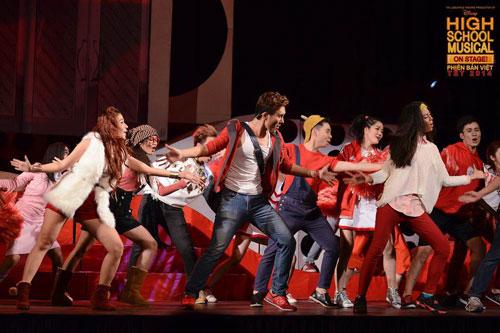"""Cảnh trong vở nhạc kịch """"High school musical"""" của nhóm đạo diễn Nguyễn Khắc Duy"""