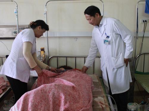 Nữ sinh viên Phạm Thị Th. đang điều trị tại Bệnh viện đa khoa Hà Tĩnh