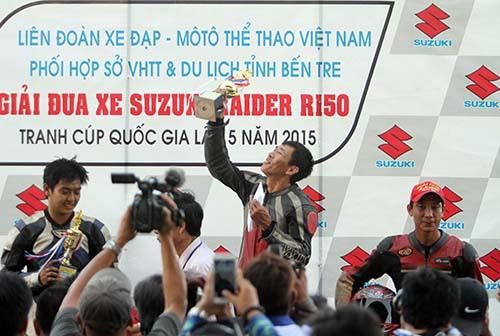 Quang Hải nhận giải thưởng