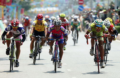 Nguyễn Quốc Đỉnh (41 giữa) về nhất chặng đua thứ 10