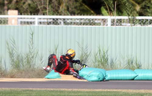 Nhưng với các CĐV chuyên nghiệp trong các cuộc đua chính qui, được bảo hộ tốt sẽ hạn chế cho việc chấn thương khi tai nạn xảy ra