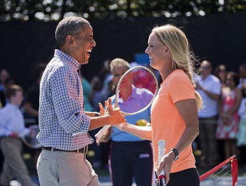 ... và hào hứng với màn so vợt đặc biệt cùng ngôi sao làng banh nỉ