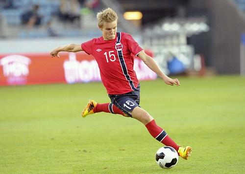 Odegaard thi đấu cho tuyển Na Uy gặp Bulgaria tại vòng loại Euro 2016