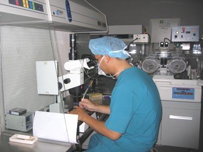 việc thực hiện kỹ thuật thụ tinh trong ống nghiệm phải tuân theo quy trình kỹ thuật; quy định tiêu chuẩn sức khỏe của người được thực hiện kỹ thuật thụ tinh trong ống nghiệm do Bộ trưởng Bộ Y tế ban hành