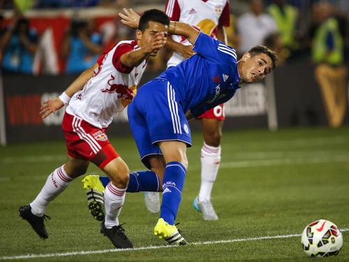 Oscar góp công trong cả hai bàn thắng nhưng không cứu nổi Chelsea tránh khỏi thất bại