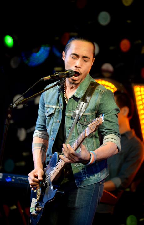 Phạm Anh Khoa thể hiện một cá tính âm nhạc rõ nét từ sau Sao mai điểm hẹn 2006