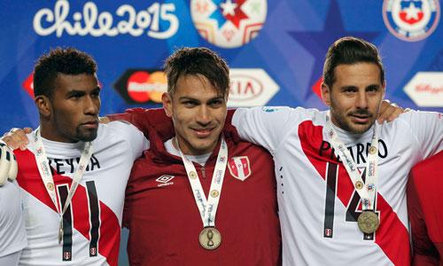 Guerrero (giữa) tỏa sáng trong 2 trận cuối cùng giúp Peru giữ được HCĐ Ảnh: REUTERS